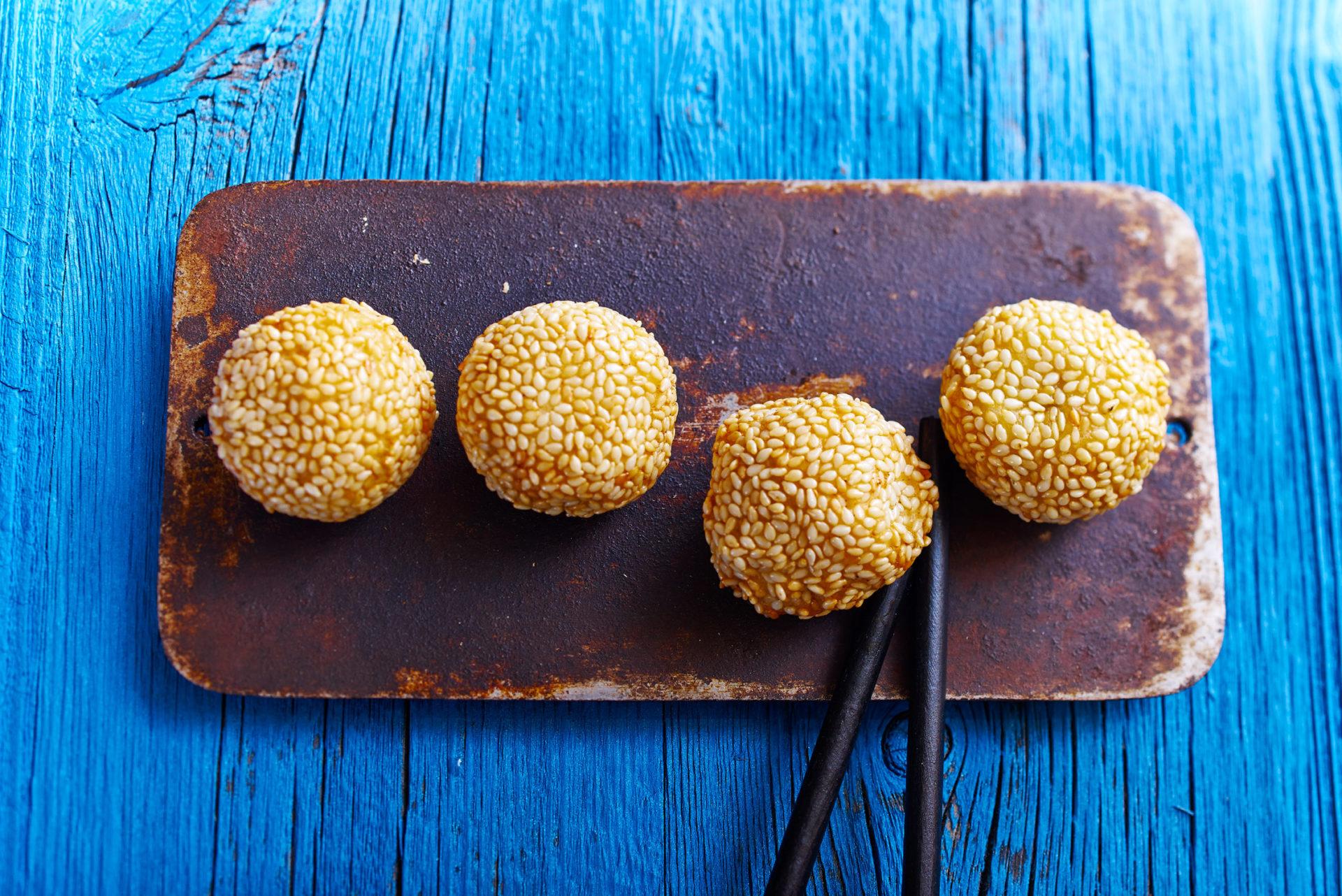 Sesambällchen - Klebreismehl mit Sesam, mit rotem Bohnenmus gefüllt